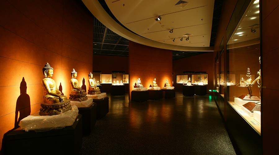 Display of Buddhas in the Beijing Capital Museum.