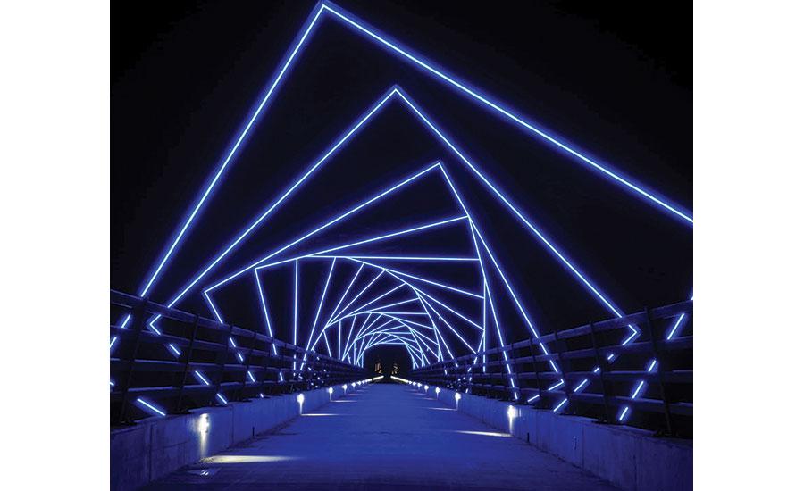 Lighting Installation Turns Iowa Bridge into Work of Art | 2018-02