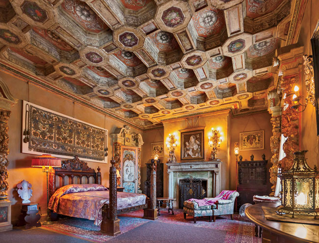 Morgan designed the San Simeon retreat for William Randolph Hearst in reinforced concrete, a material she began working with in 1903. Hearst wanted something grand, in the Spanish Renaissance style. H