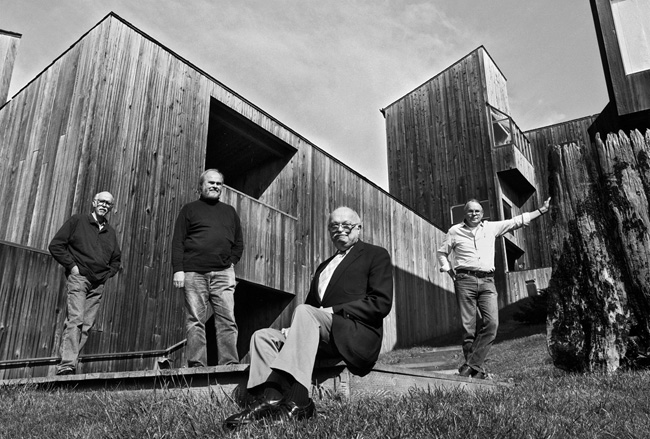 From left: Richard Whitaker, Donlyn Lyndon, Charles Moore, and William Turnbull in front of Condo One at the time of the AIA Twenty-five Year Award.
