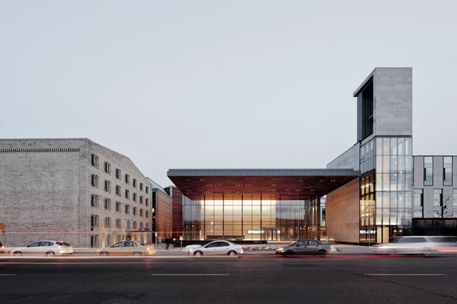 The architects developed the site, which entailed the design of an academic building with classrooms, offices, and event and public spaces, and the renovation of a former Seagram distillery into CIGI