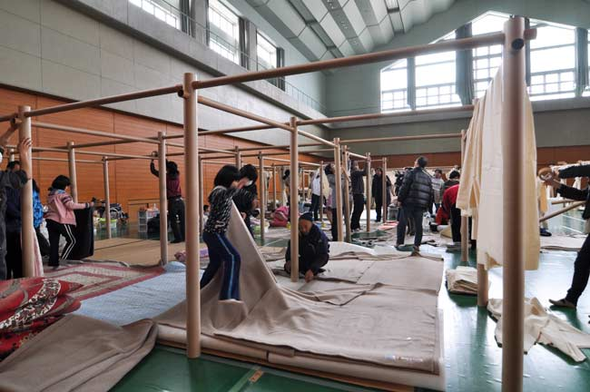 Emergency centers set up in gymnasiums and other large structures offer little privacy.  In response, Shigeru Ban conceived a partition system made of paper tubes and canvas sheets.