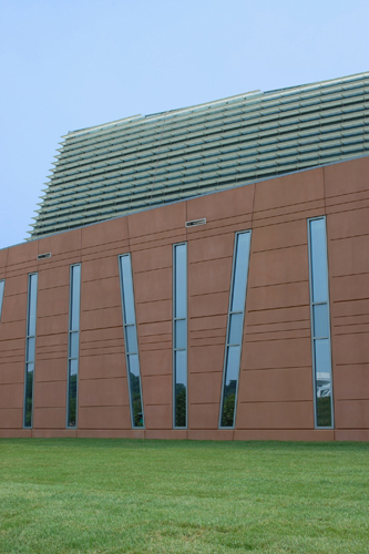 Work recently resumed on the National Oceanic & Atmospheric Administration Headquarters in Riverdale, Maryland. Completion is slated for July 2012.