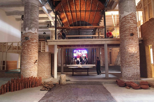 Anupama Kundoo's <em>Feel the Ground. Wall House: One to One</em> at the Arsenale
