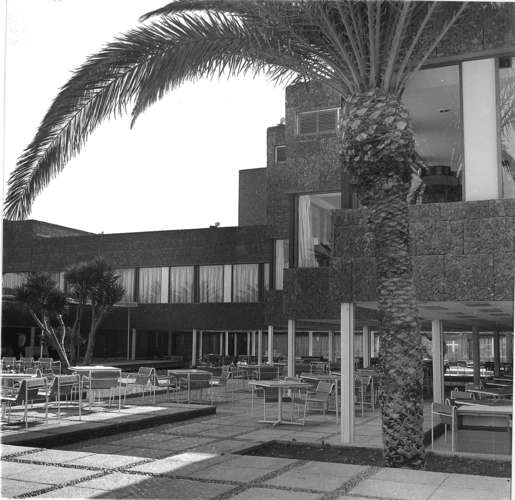 The Maspalomas Oasis Hotel on the island of Gran Canaria, in 1968-1971. The hotel, designed by Jos&#233; Antonio Corrales and Ram&#243;n V&#225;zquez Molez&#250;n, may be demolished.<br />