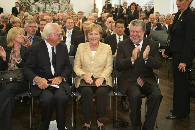 Meier at the opening of the Arp Museum in Germany, with German Chancellor Angela Merkel.