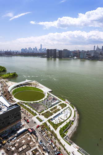 <p>Hunter's Point South Waterfront Park<br />Queens, New York<br />Thomas Balsley Associates<br />Weiss/Manfredi</p>
