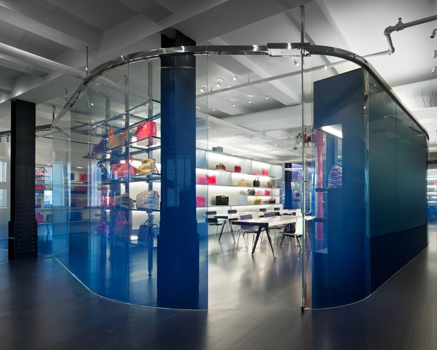 <p><strong>For Interior Architecture&#8232;:</strong></p><p><a href='http://archrecord.construction.com/projects/recordinteriors/2010/marc_jacobs_showroom.asp' target='_blank'>Marc by Marc Jacobs Show