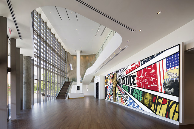 The lobby contains a vibrant mural depicting a montage of human-rights posters.<div id='_mcePaste'>&#65279;&#65279;