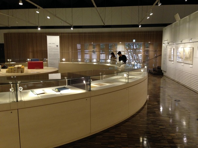 <p>The exhibition materials are displayed in a series of  curved vitrines that form a circle within the main room of the Archives  building.</p><div id='_mcePaste'>&#65279;&#65279;