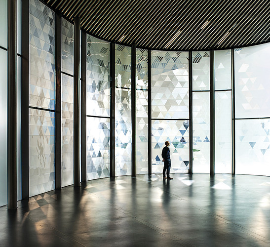 A dynamic installation by Simon Heijdens launched the NOW Gallery, a new south London venue. The pavilion's 23-feet-high curving glass walls are wrapped in a skin of 1,920 triangular cells that