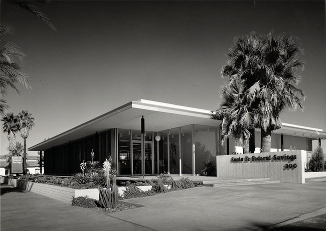 Julius Shulman's photo of the bank building.