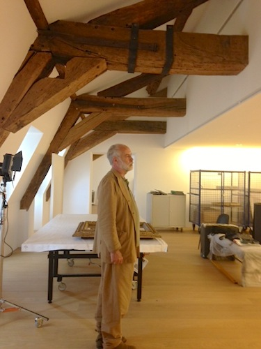 Architect Jean-Francois Bodin touring the museum just prior to its completion.<div id='_mcePaste'>&#65279;&#65279;