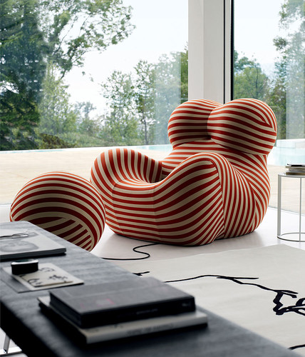 B&B's Up armchair was originally designed by Gaetano Pesce in 1969. An updated version was released in 2000.<div id='_mcePaste'>&#65279;&#65279;
