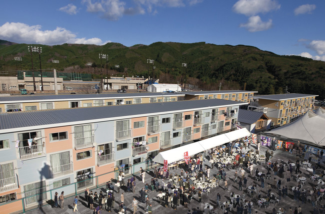 <p><strong>Container Temporary Housing</strong><br />Onagawa, Japan</p>
