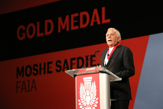 Moshe Safdie receives the 2015 AIA Gold Medal.<div id='_mcePaste'>&#65279;&#65279;