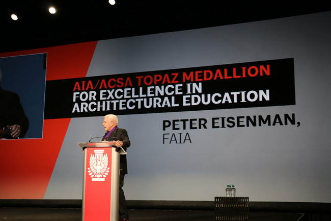 Peter Eisenman received the 2015 Topaz Medallion for Excellence in Architectural Education.<div id='_mcePaste'>&#65279;&#65279;