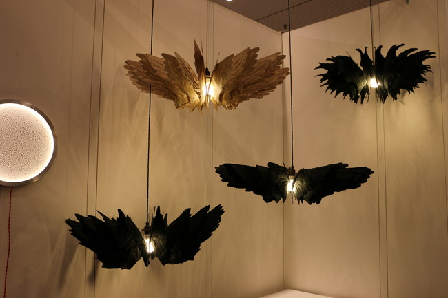U.K. and Philippines-based designer Daniel Latorre Cruz&#8217;s handmade chandeliers have feather-like &#8220;wings&#8221; made of mulberry tree fibers.<div id='_mcePaste'>&#65279;&#65279;