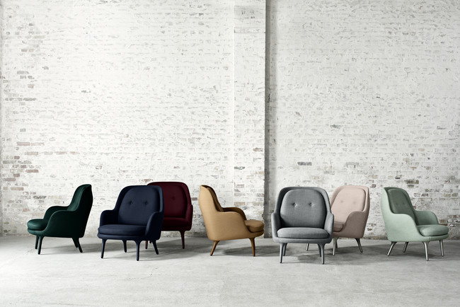 Spanish designer Jaime Hay&#243;n created the Fri armchair for Fritz Hansen to be an informal and inviting seat for offices, restaurants, and living rooms alike.<div id='_mcePaste'>&#65279;&#65279;