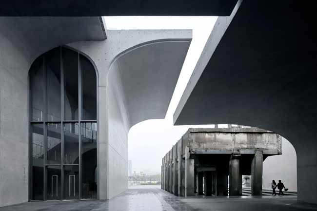 <strong>Runner-Up:</strong> Exteriors<br /><strong>Photographer:</strong> Su Shengliang<br /><strong>Building:</strong> Long Museum West Bund, Shanghai<br /><strong>Architect:</strong> Atelier Deshaus