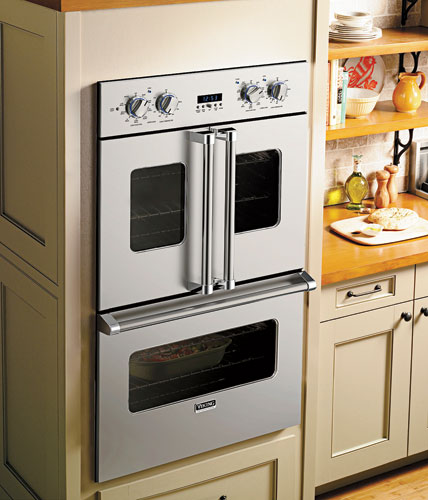 Newly launched at KBIS, Viking Range's French-Door Double Oven takes cues from commercial kitchen counterparts by introducing convenient side-swing doors that can be operated by one hand. The result i