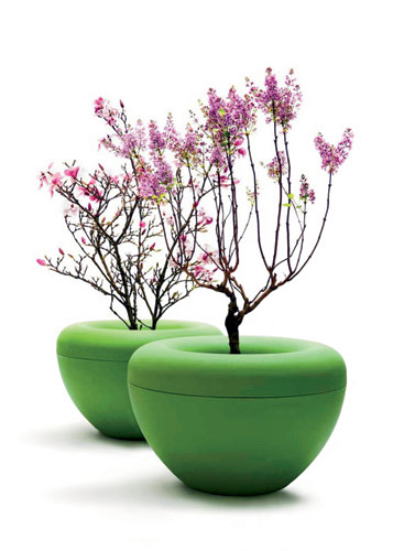 Created by Denmark-based Julie Storm of Storm Design, Scoop is a tapered, large-scale planter composed of 6-mm-thick roto-molded polyethylene. Its two parts include a donut-sha