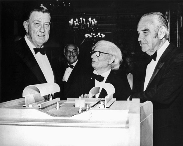 FDR Jr., Kahn, and New York Governor W. Averell Harriman in April 1973 at a Four Freedoms Franklin D. Roosevelt Four Freedoms Park New York City Louis I. Kahn Foundation dinner where a preliminary des