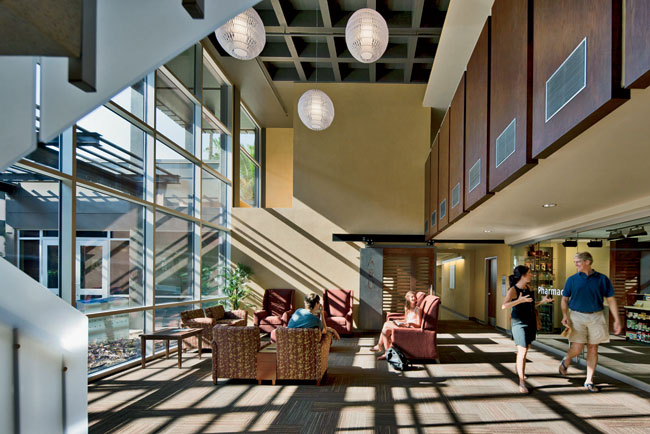 While awaiting care, ASU students can relax in the light-filled, double-height lobby and use it to work, read, and charge their electronic devices.