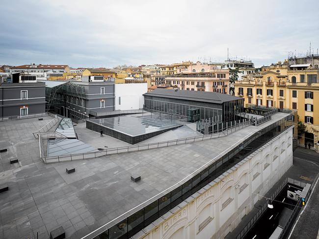 The architects created an artificial landscape on the museum's roof, placing a piazza there to connect the building to its historic context. The large skylight in the center of the piazza was designed