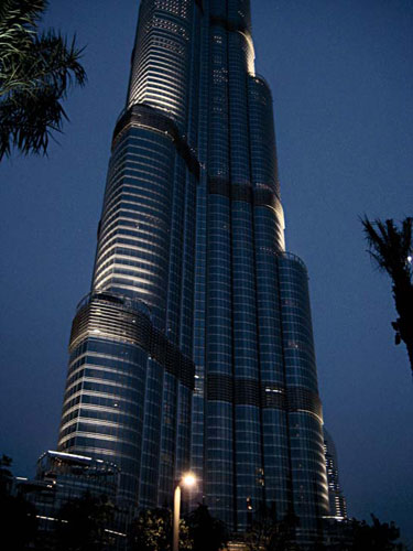 The Burj Khalifa is a largely residential building with hotel suites and several offices, so Fisher Marantz Stone devised a solution that avoids light intrusion into the interior and preserves night v
