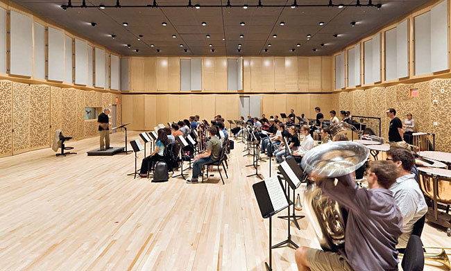 L'Observatoire worked closely with the acoustician to create a vibration- and buzz-free lighting system for the orchestra rehearsal room.