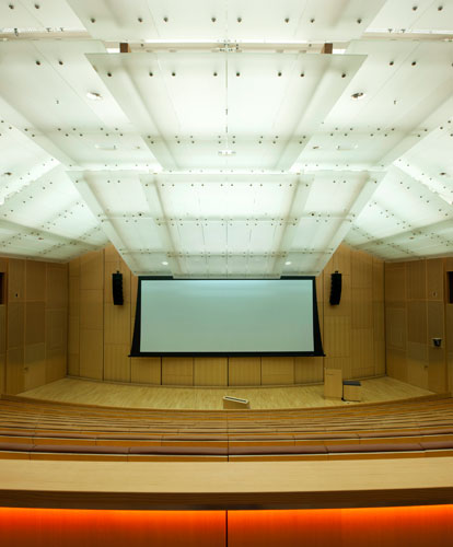 L'Observatoire installed cool white fluorescent lamps above the auditorium's glass ceiling that blend imperceptibly with the daylight coming into the space from a skylight above the stage that Gehry i