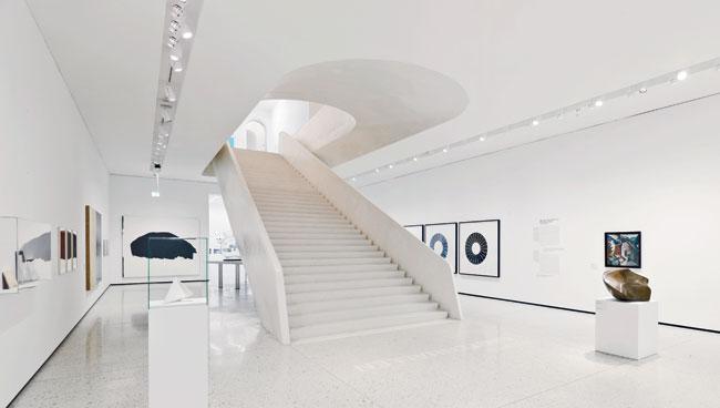 A series of elegant stairways leads visitors from the lobby to an event mezzanine and down to the Garden Hall annex.