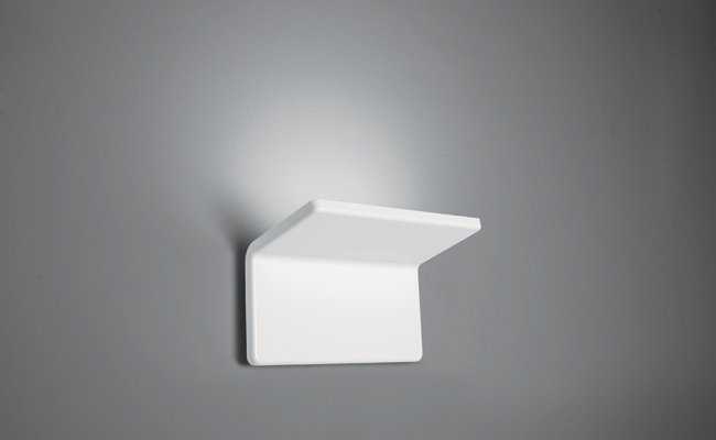 Designed by Roberto Paoli for Artemide, Cuma is an elegant sculptural form that resembles a folded page against the wall. Composed of two joined planes of die-cast, white-painted polished aluminum, th