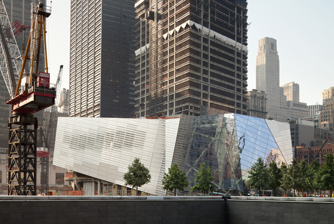 A combination of glass and stainless steel panels animates the museum pavilion's skin with changing daylight. The pavilion points west, helping to orient visitors on the site.