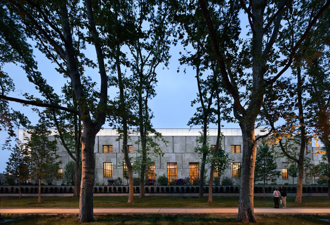 Along the Benjamin Franklin Parkway, the Barnes museum presents an unassuming air, with crisp, elegant stone detailing recalling the Modernist work of Philadelphia architect Louis Kahn. Contained with