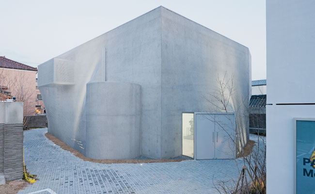 The Kukje Gallery has three buildings in Seoul. For its newest and third space, K3, SO ' IL designed a concrete box with exterior protrusions housing circulation functions, then 'shrink-wrapped' the e