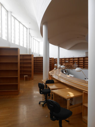 Most of the daylight in the Aalto library comes from clerestory windows in the reading room.