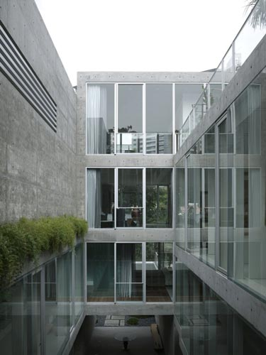 Parallel to the garden is a series of niches for displaying art, and large steps leading to a sitting area in the front.