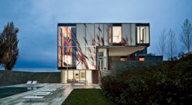The angular but snaking volumes of the Dutchess County Residence allow indoor and outdoor spaces to overlap—with the bedrooms cantilevering over both the entry and a patio in the rear of
