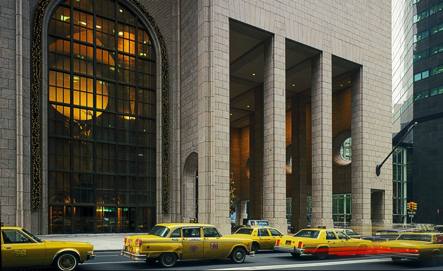 Att-building-550-madison-ave-philip-johnson-featured